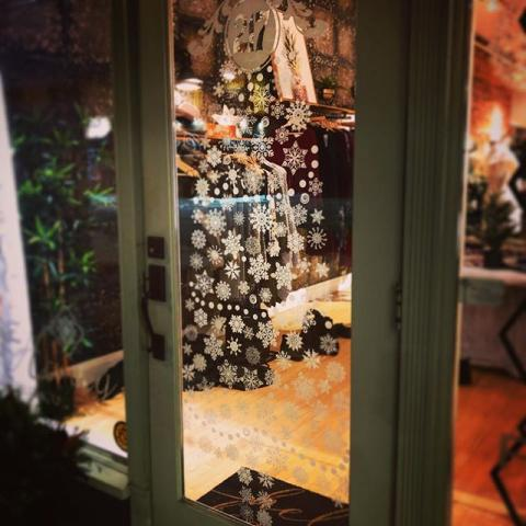 🎶 The weather outside is frightening 🎵 but here in the Downtown District we are getting ready for the holidays! Come down to the Santa Clause Parade Market this Sunday from 3 pm and enjoy hot beverages, BeaverTails, artisan vendors, fire pits and live music. See you soon! . . . . .#dtbelleville #choosedowntownbelleville #shopdowntownbelleville #bayofquinte #downtownbelleville #shoplocalquinte #shopquinte #shopdowntownbelleville #discoverdowntownbelleville #quinte #bellevilleontario #bayofquinte #dtbelleville #greatwaterway #bayofquinte #pec #escapetoronto